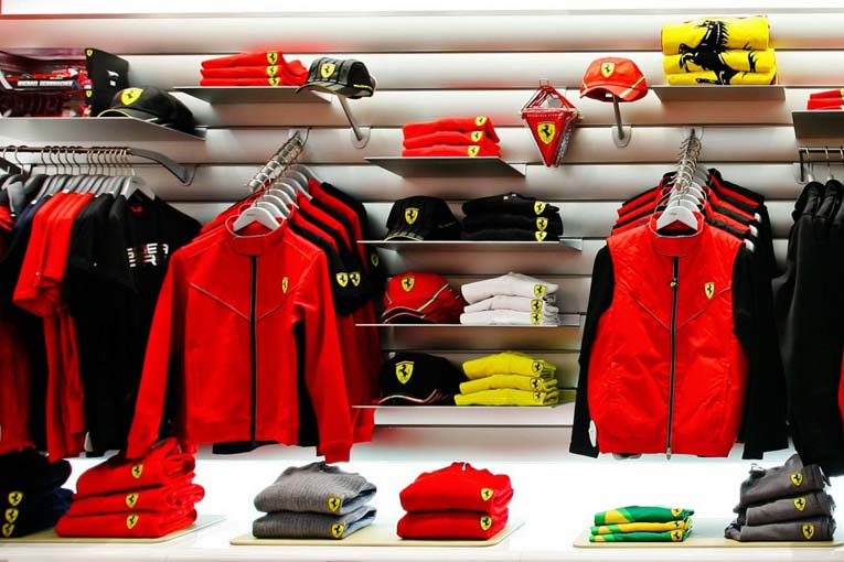 Одежда и аксессуары Ferrari