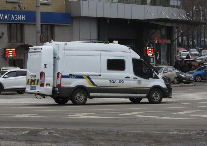 Полицейский автомобиль в Киеве удивил своей кормой (фото)