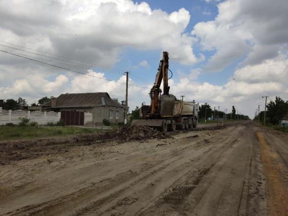 На «трассу смерти» Н-14 в Николаевской области заехала дорожно-строительная техника