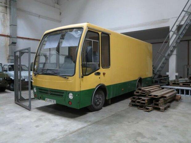 """В сети показали уникальный грузовик на базе автобуса \""""Богдан\"""" (фото)"""